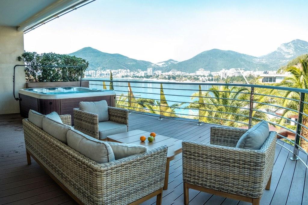 Newly-built luxurious apartment in Budva