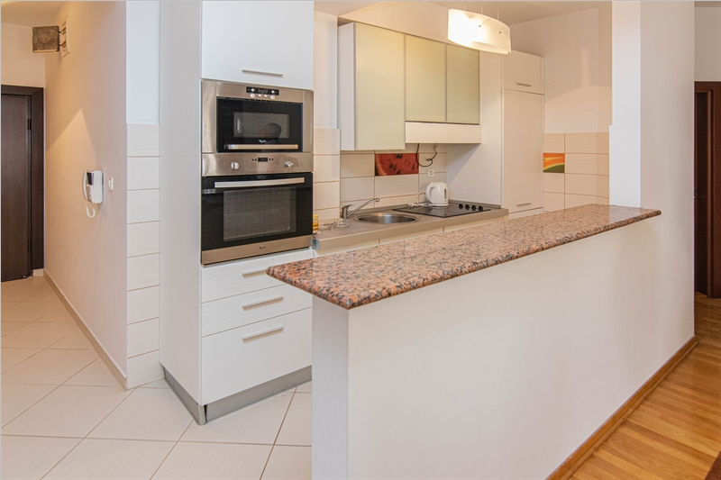 rn2385-centrally-situated-apartment-kitchen