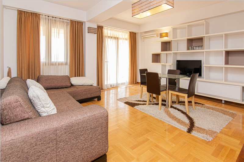 rn2385-centrally-situated-apartment-living-room-1
