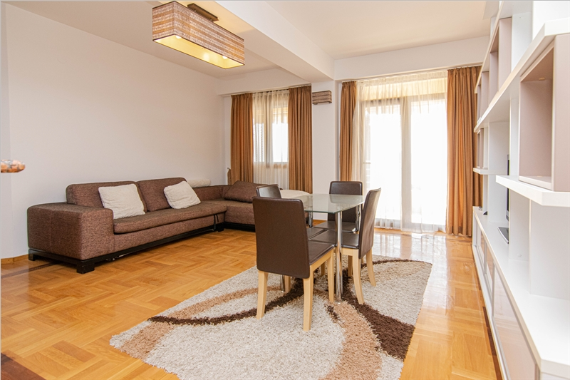 rn2385-centrally-situated-apartment-living-room-2