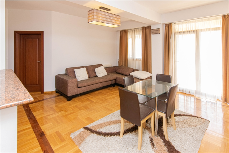 rn2385-centrally-situated-apartment-living-room-3
