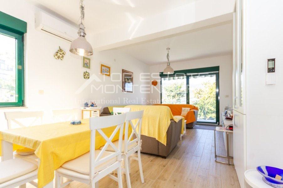 rn2402-centrally-situated-apartment-herceg-novi-1