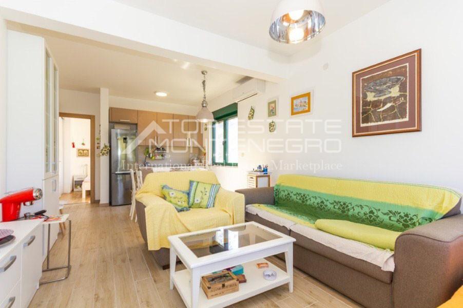 rn2402-centrally-situated-apartment-herceg-novi-2
