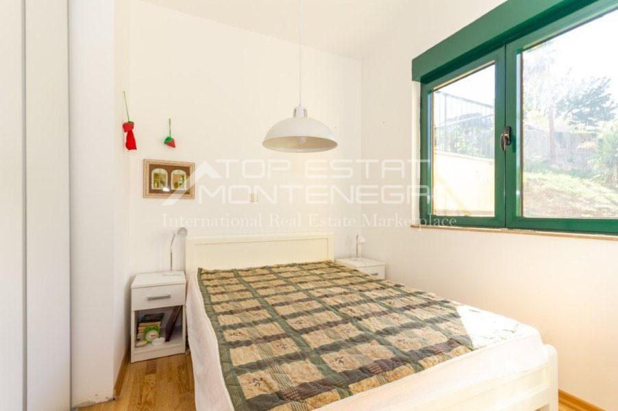 rn2402-centrally-situated-apartment-herceg-novi-7