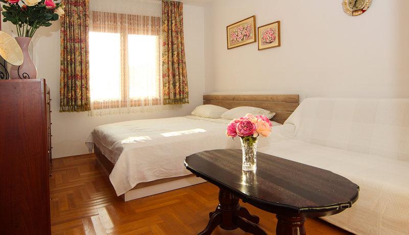 Attraktives Ein Zimmer Wohnung Zentrum, Tivat-Top Immobilien Montenegro