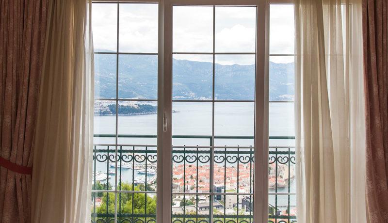 Вилла с бассейном Будва-Топ недвижимости Черногории
