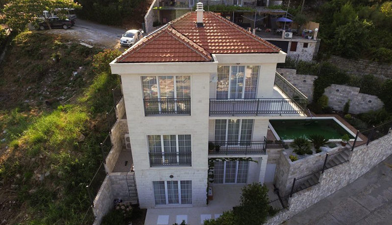 Красивая вилла с фантастическим видом на море Будва-Топ недвижимости Черногории