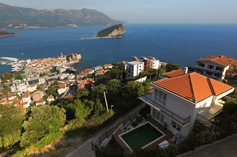 Attractive house with pool in Budva