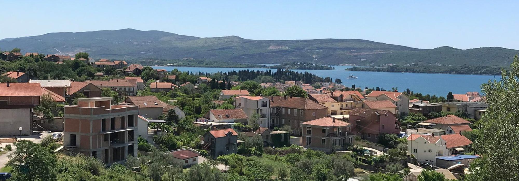 Вилла с гостевым домом и бассейном Селйаново, Тиват