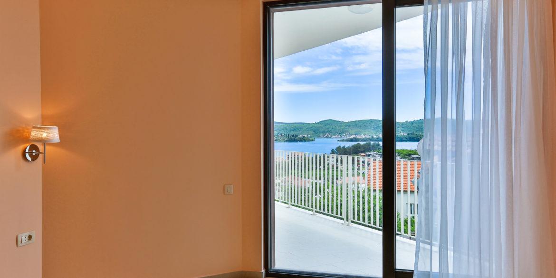 Новый дом с панорамным видом на море Кава, Тиват-Топ недвижимости Черногории